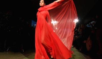 Fashion Week : le rouge s'impose sur les podiums