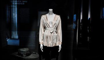 Les expositions de mode cartonnent en France à l'heure de la pandémie.
