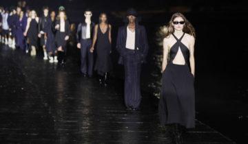 """A Paris, les créateurs de mode détournent la """"distanciation""""."""