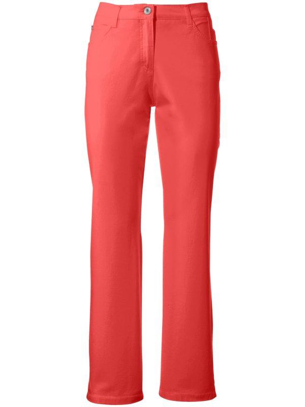 Le pantalon Feminine Fit, modèle Nicola Brax Feel Good rouge taille 40