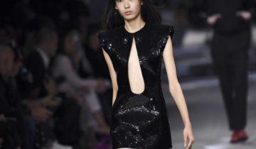 Noir, micro-sacs et maxi-lunettes: les tendances de la Fashion week de Paris.