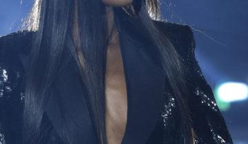 Naomi Campbell sur le podium pour une percée de la mode africaine à Paris.
