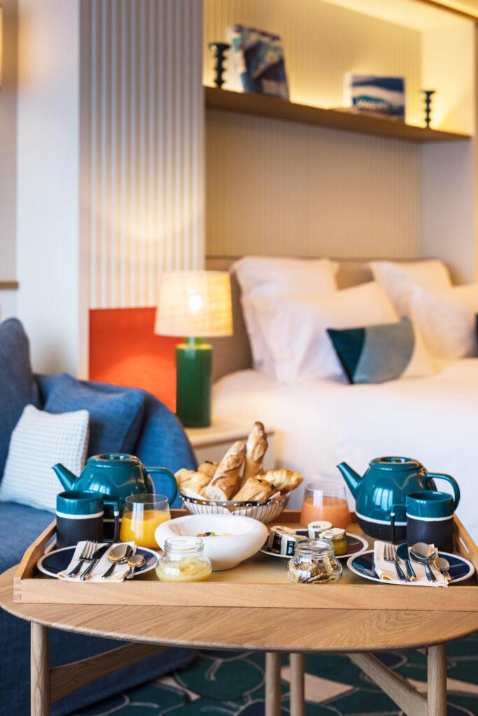 cafe de paris mai petit dej en chambre credit photo Matthieu Cellard